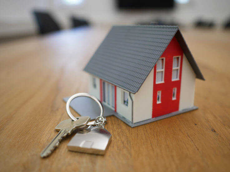 When is refinancing the best option for dealing with debt - Toy house with keys